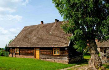 zabytkowa chata drewniana w Parchowie