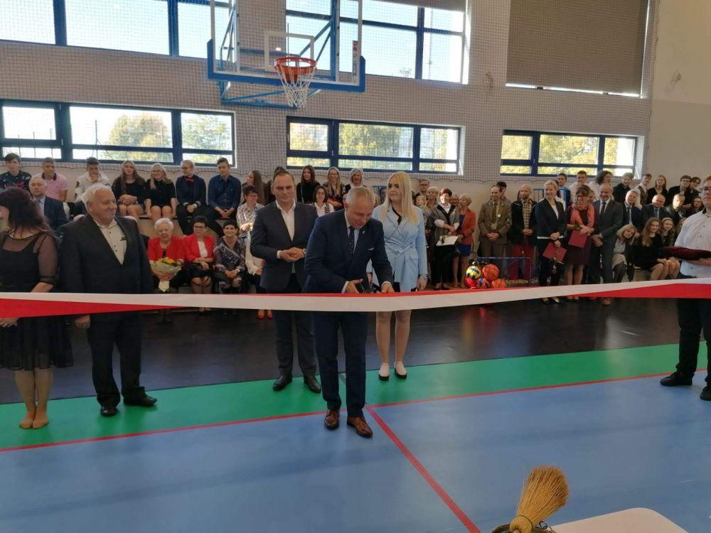 Powiatowy Dzieñ Edukacji Narodowej i otwarcie nowej sali gimnastycznej