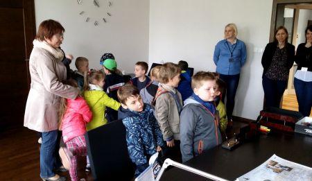 Odwiedziny dzieci w Starostwie