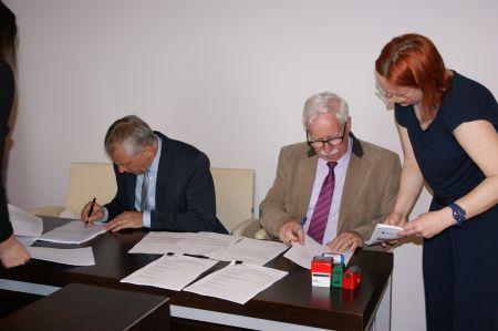 Elektronizacja us³ug w Starostwie i 8 urzêdach gmin