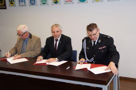 Podpisanie umów w ramach modernizacji technicznej OSP w Powiecie Bytowskim