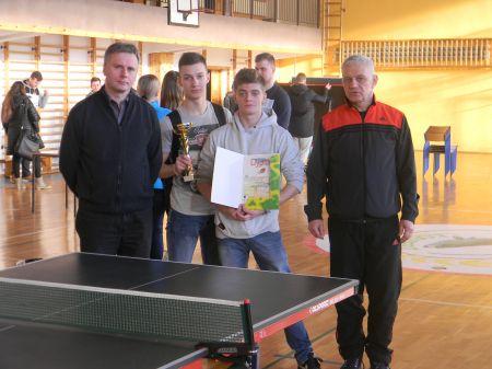 Powiatowy turniej tenisa sto³owego ch³opców
